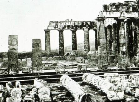 Il colonnato prima della ricostruzione di Balanos