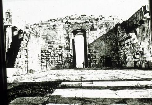 Partenone, architrave in mattoni pieni della porta ovest prima dell'intervento di Balanos