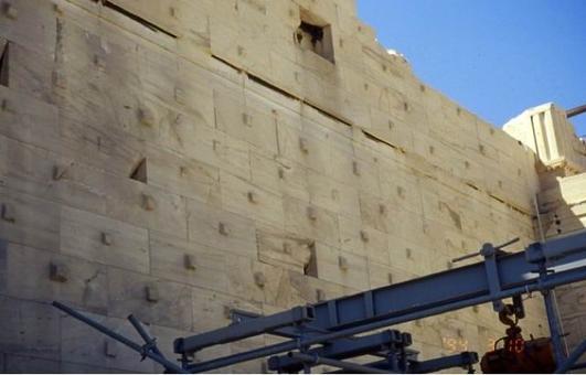 Integrazione della parete con nuovi blocchi, 2001