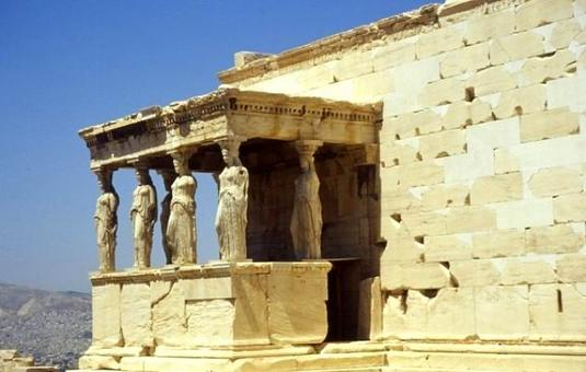 L'Eretteo sull'Acropoli di Atene, il prospetto con le integrazioni dei blocchi lapidei, 2001
