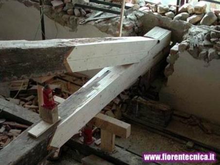 Es. di sostituzione delle parti ammalorate di una capriata lignea con protesi di legno lamellare