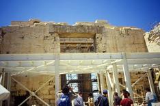 Atene, il Partenone, l'architrave in cemento armato posto da Balonos nel 1923, 2001