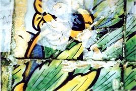 Primi interventi di riadesione nelle maioliche del chiostro di Santa Chiara a Napoli