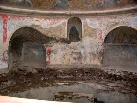 Pompei, Terme Stabiane, cupola conica con apparecchiatura orizzontale, conservazione degli intonaci originari