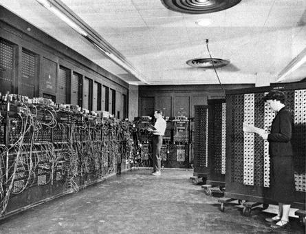 L'ENIAC (Electronic Numerical Integrator and Computer) considerato il primo calcolatore elettronico. Fonte: Wikipedia