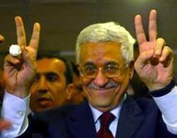 Il presidente palestinese Abu Mazen fra i suoi sostenitori