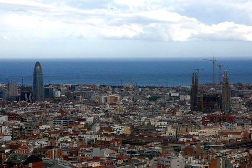 Barcellona, A. Gaudì, Sagrada Familia e J. Nouvel, Torre Agbar, 2005