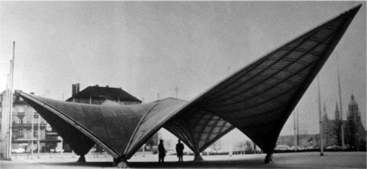 Ingresso al Bau di Monaco, 1968. Architetto Gernot Minke e ingegnere Julius Natterer