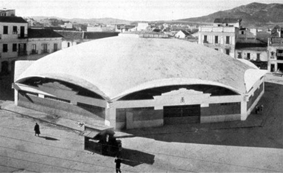 Mercato di Algeciras con copertura a guscio. Architetto Eduardo Torroja