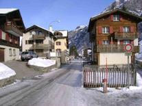 Tradizionale architettura alpina nell'abitato di Vals.