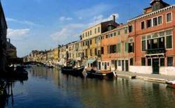 Venezia. Varietà e uniformità nel tessuto edilizio.