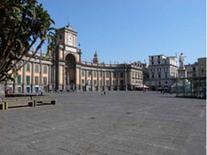 Invaso urbano. Piazza Dante a Napoli.