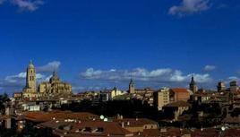 Emergenze architettoniche e tessuto nel profilo urbano di Segovia.