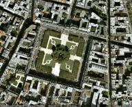 Parigi, Place des Vosges, da Google Earth, 304 m. di altezza.
