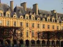 La scansione dei tetti rende riconoscibili le unità (foto di TV Boy da  fotopedia , album Place des Vosges).