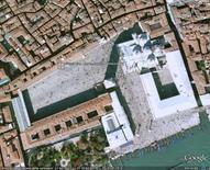 Venezia, Piazza San Marco, da Google Earth, 304 m. di altezza.