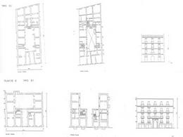 In alto, edificio con corte comune (classe D). In basso, edificio con corte aperta (classe E).