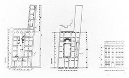 Palazzo con cortile, con scala in asse, in via Monte di Dio.