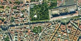 Il tratto rettilineo della via Foria, con l'Orto Botanico e l'Albergo dei Poveri,  tra via C. Rosaroll  e piazza Carlo III (da Google Earth).