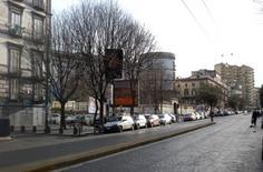 Il vuoto apre l'invaso verso la Caserma Garibaldi e l'imbocco di via Rosaroli.