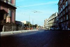 Piazza Cavour, entrando da via Pessina.