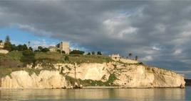 Veduta del Teatro di Sciacca dal mare (foto di Sabina Branciamore).