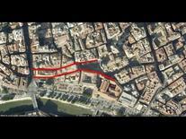 L'edificio è testata dell'isolato sulla piazza (da Google Earth, 532 m. di altezza).