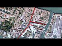 L'edificio all'angolo tra due canali (da Google Earth, 538 m. di altezza).
