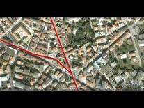 Testata all'intersezione di due assi (da Google Earth, 534 m. di altezza).