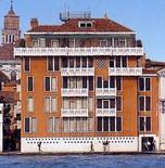 Disegno della facciata con elementi veneziani (foto da Wikimedia Commons).