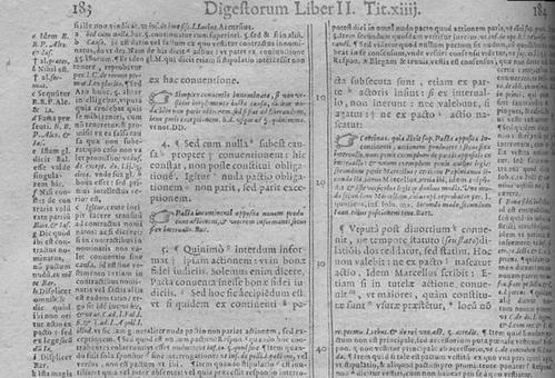 Libro II dei Digesta, titolo 14, parte del Commentario di Ulpiano all'editto pretorio, con la glossa di Accursio.  Fonte: Wikimedia.commons.