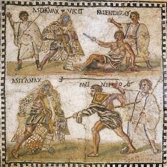 Mosaico conservato nel Museo Archeologico Nazionale di Madrid. Rappresenta scene di combattimenti tra gladiatori, per la precisione un retiarius che viene ucciso (come dimostra il segno simile a zero spaccato) dal suo avversario (addosso al quale aveva gettato la rete). La datazione è al IV secolo d.C. Fonte: Wikimedia Commons.