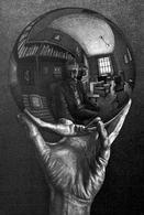 Escher – Mano e globo riflettente