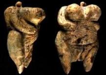 Statuina paleolitica della Venere di Hoble Fels (Germania). William Bateson, (1861-1926). Fonte: Wikipedia