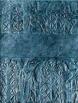 Rilievo assiro dell'epoca di Assurnassipal (883-859 a.C.).  Assiri che impollinano palme dattilifere. Foto tratta da: Genetica, Hennig W., 2003, Zanichelli. Fertilizzazione intenzionale di palme da parte dell'uomo.