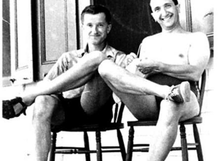 Luria e Delbruck al Cold Spring Harbor Laboratory, 1953. Fonte: Wikipedia