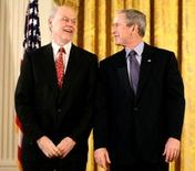 Phillip Sharp con G. W. Bush nel 2006 per ricevere la National Medal of Science. Fonte: wikipedia