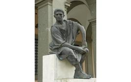 Ottaviano Augusto. Velletri (RM) piazza del comune (foto di Salvatore Pinelli).
