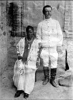 Donna etiope e soldato italiano. Fototeca nazionale di Milano. Fonte: Wikipedia.