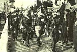 """Mussolini e i """"Quadrumviri"""" al Congresso di Napoli 24 ottobre 1922. Fonte: Wikipedia."""