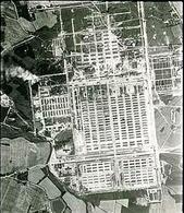 Immagine del campo di Auschwitz da un aereo della RAF. Fonte: Wikipedia.