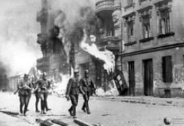 Repressione della rivolta del ghetto di Varsavia. Fonte: Wikipedia.