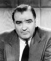 Joseph McCarthy (1908-1957). Fonte: Wikipedia.