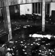 L'interno della Banca Nazionale dell'Agricoltura a piazza Fontana a Milano dopo l'attentato terroristico. Fonte: Wikipedia