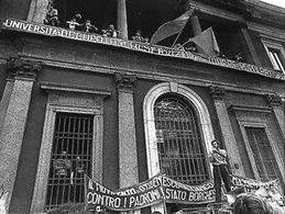 Occupazione dell'Università Statale di Milano, da parte di giovani del Movimento studentesco. Fonte: Wikipedia.