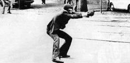 Una foto scattata a Bologna nel 1977, durante le rivolte dell'Autonomia. Fonte: Wikipedia.