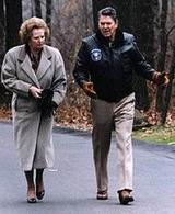 Margaret Tachter e Ronald Reagan nel 1986 a Camp David. Fonte: Wikipedia.