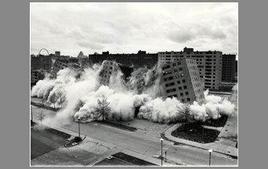Demolizione delle abitazioni di Pruitt-Igoe (15/07/1972). Tratta da: wikipedia