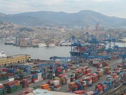 Porto di Genova. Fonte Twice25 & Rinina25 su Wikimedia Commons