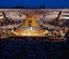 Evento all'Arena di Verona. Fonte: Wikimedia Commons